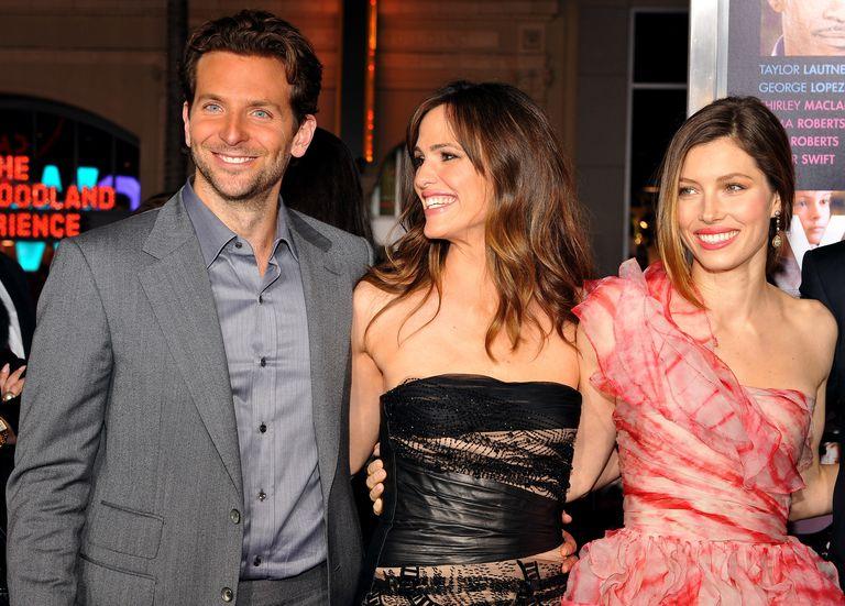 Bradley Cooper and Jennifer Garner Were Spotted Hanging Out at a Malibu Beach
